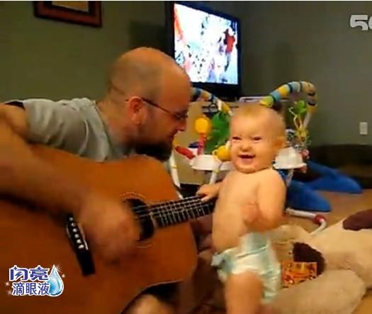 萌宝宝听音乐跳舞 可奈的不得了