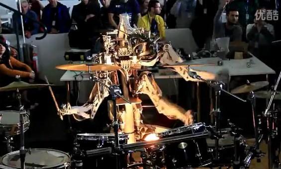 超帅!拥有四只手臂会自己打鼓的机器人