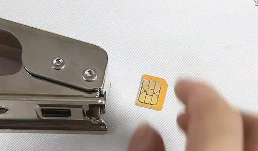 幻想曲通讯教你如何将micro-sim卡剪成nano-sim卡(原创)