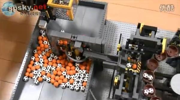 看傻眼:17套乐高组成超级无敌大型球装置