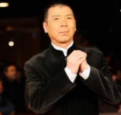《一九四二》亮相罗马电影节 徐帆秀性感挽冯导走红毯