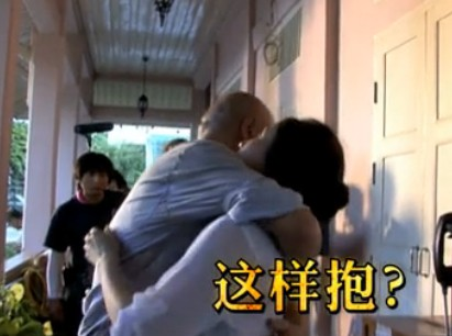 """《泰囧》陶虹花絮 与徐峥上演""""拥抱秀"""""""