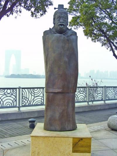 苏州老子雕塑吐舌露齿 网友戏称像吊死鬼