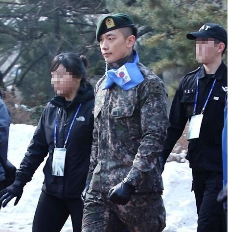 韩星Rain军装帅气亮相 爱国竞走大赛
