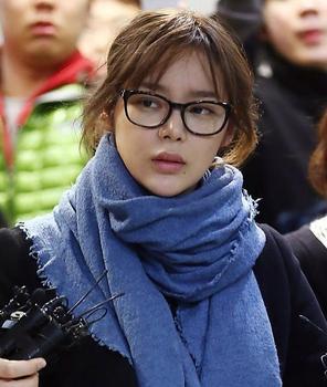 韩演艺界曝涉毒丑闻 朴诗妍等女艺人受审