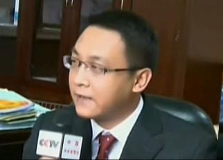 央视记者采访外国政要 中式英语口音引围观