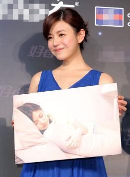 陈妍希撩人睡姿惹人爱 否认姐弟恋