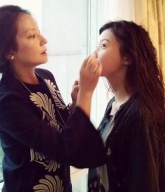 赵薇为薇女郎化妆梳发 被封最大牌造型师