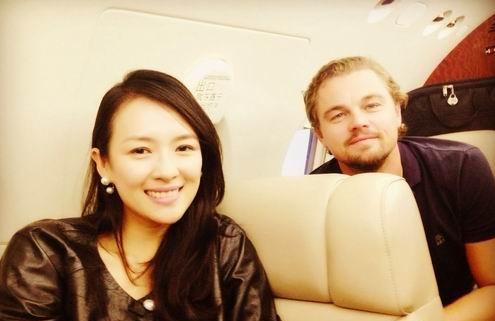 章子怡与莱昂纳多坐私人飞机 开心合影