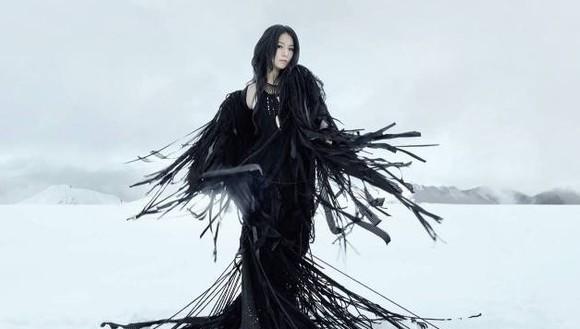 田馥甄Hebe冷美人冰岛惊艳新单《渺小》