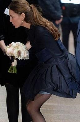 凯特王妃慈善活动险走光 演绎玛丽莲时刻