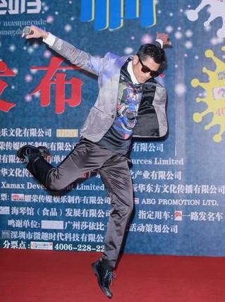 郭富城力邀发哥合作《寒战2》 为跳弹床保持练瑜伽