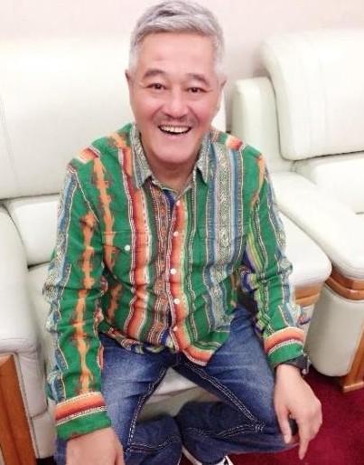 赵本山为何不上春晚:衣着变潮 身体变差?