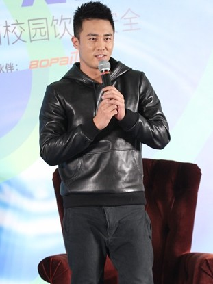 杜淳否认明年8月结婚 曝李晨不会和张馨予复合