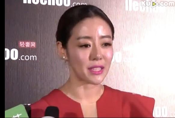 安又琪红裙惊艳亮相 自曝想参加《我是歌手》