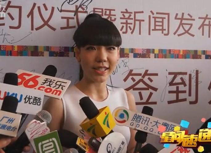 吴莫愁裸妆白裙代言