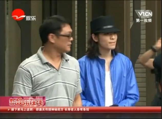萧敬腾遭泼粪案新进展:被告女粉丝法院反诉