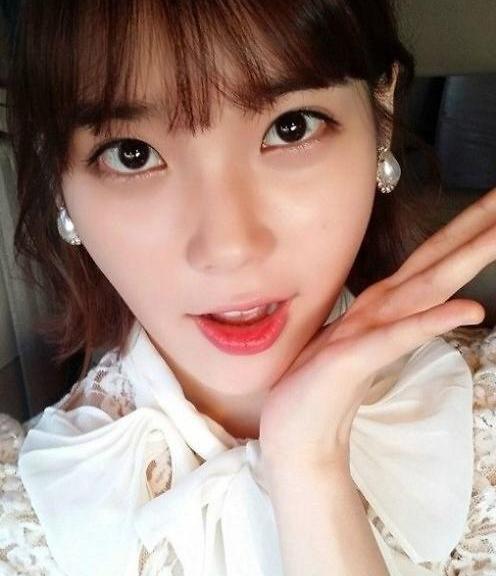 韩星IU疑似偷整形 撞脸少女时代太妍