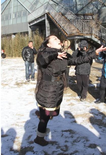2014北影艺考现场 美女雪中起舞