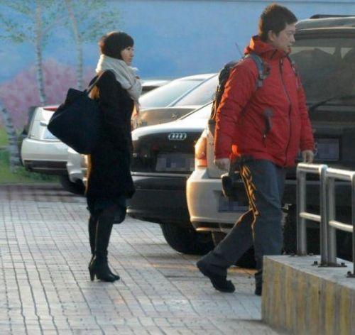 柴静被曝在美国产女婴 近日与家人返回北京