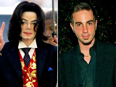 编舞自称曾遭MJ猥亵7年 要求公布娈童名单