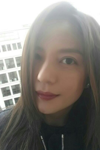 赵薇晒妩媚自拍 谢娜调侃何炅别假扮美女