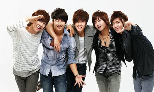 成龙推出K-pop男团 网友:杂技团