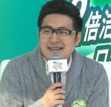 王岳伦独自一人接代言 下月办新片开机发布会
