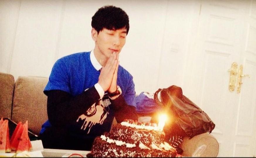 张亮温馨庆32岁生日:感恩拥有的一切