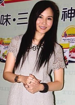 """杨峥与黄宗泽分手后首现 拒答一切""""前男友""""问题"""