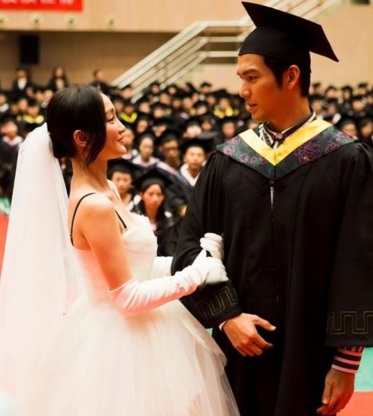 40岁周迅披婚纱扮大学生 求婚钟汉良遭拒