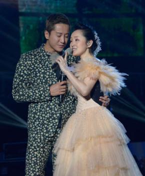 杨钰莹广州温情开唱 与毛宁重现最美好时光