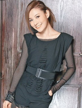 江若琳哭诉贴两百万当明星 老板反呛:不要装可怜