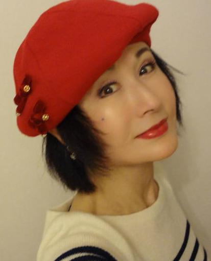 65岁潘迎紫短发红唇照似少女 网友:天山童姥