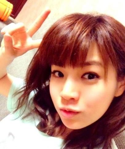 陈妍希新发型齐刘海扮嫩 网友评:真心很路人