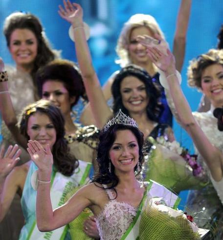 白俄罗斯举办选美大赛 金发碧眼显异国风情