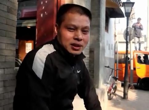《一个人的一天》第7期:卖臭豆腐月入一万五