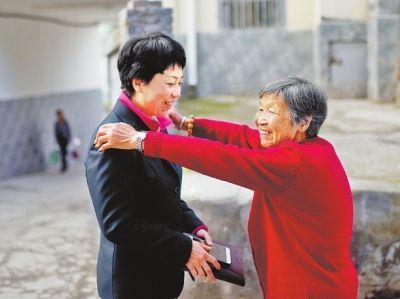 十九大代表田小红 对待群众像对待家人