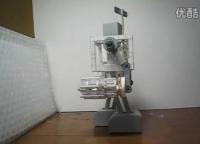 技术宅!牛人自制可行走重兵器纸制机器人