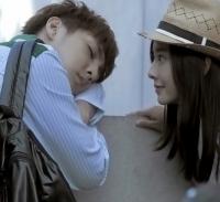 炎亚纶拍《纪念日》MV与周采诗热吻
