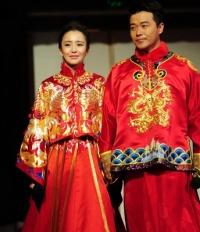 陈思诚佟丽娅举办中式婚礼 夫妻拜天地当场泪奔