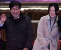 李英爱与富豪老公现身 满脸洋溢幸福笑容