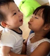 陈浩民妻子晒儿女有爱照:望你们相互扶持一辈子